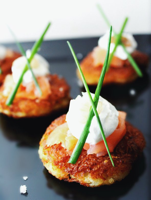Classic Latkes with Dilled Sour Cream, Lox & Chives | retrolillies