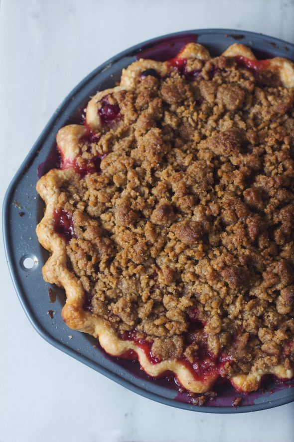 https://retrolillies.wordpress.com/2015/11/18/cranberry-pear-crumble-pie/