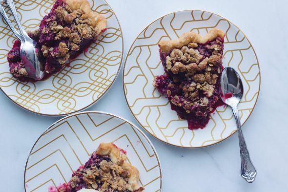 Blackberry Pie with Rye Walnut Crumble