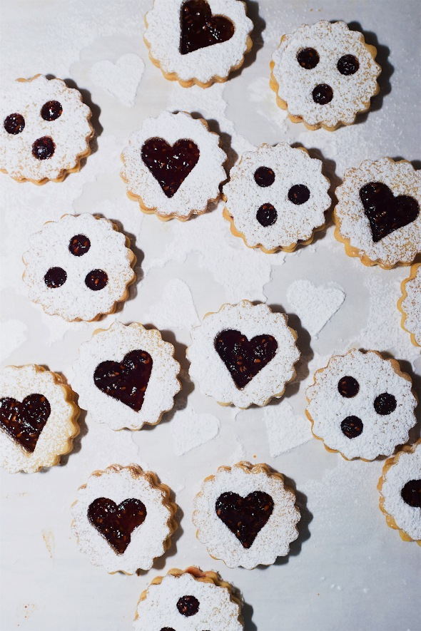 Almond and Raspberry Linzer Cookies